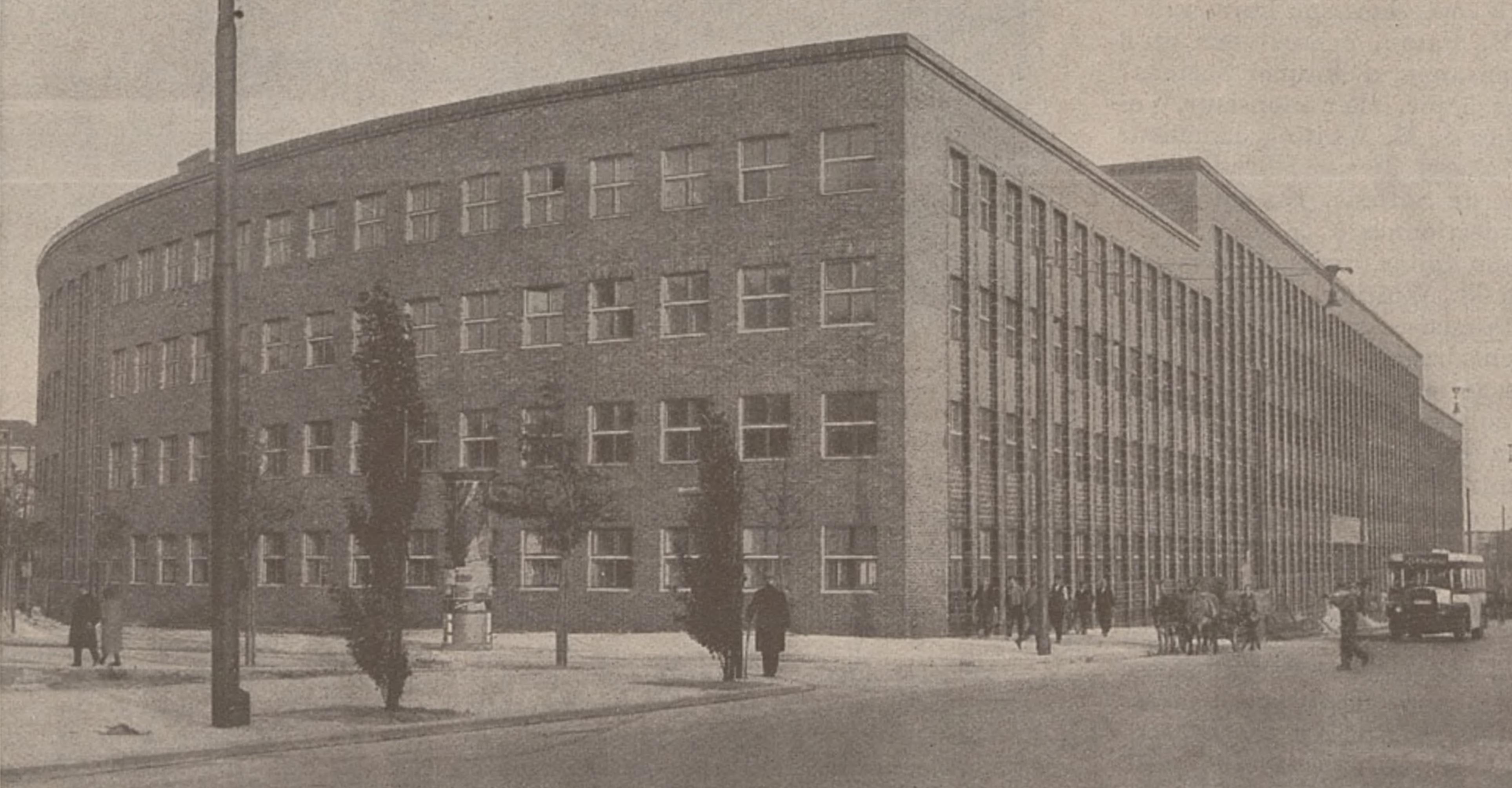 La «Funkhaus» de la Masurenallee à Berlin peu après sa construction, vers 1931 - une photo publiée entre autres en couverture de  la revue «Le Radio» du 10 février 1931, No 411